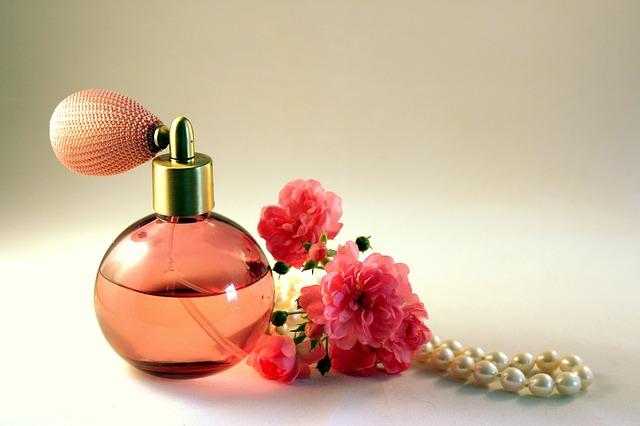 parfém a kytičky