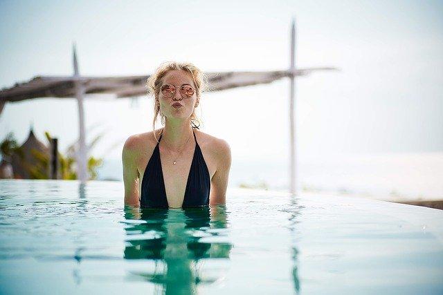 Pózování v bazénu.jpg